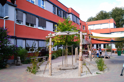 Freie Ganztagsgrundschule SteinMalEins im Paradies