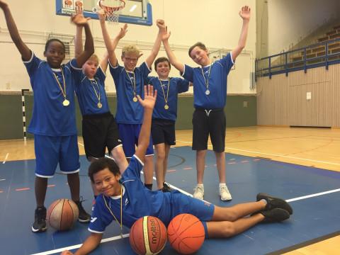 Gewinner im Basketball Stadtfinale_Jugend trainiert für Olympia_UniverSaale_JG5_6