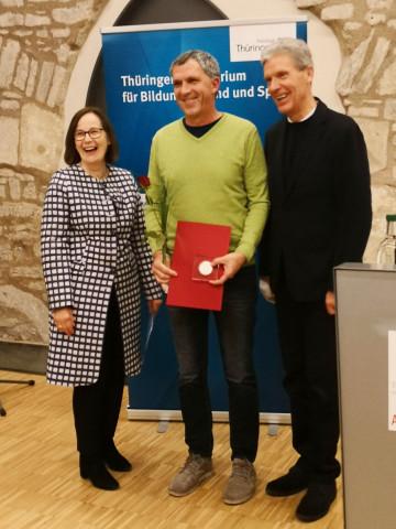 Salzmann Preis für Tasso Carl, auf dem Foto mit Dr. Christina Kindervater und Minister H. Holter