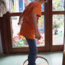 Spielzeugfreie Zeit-Die Fahrradfelge als Balancerad.