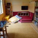 Multifunktionsraum mit Bücherei und Instrumenten