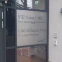 Eingangstür des Schulgebäudes.