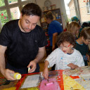 Wackelzahn_Kunstwoche unserer drei QuerWege-Kita's_Kunstwerke der Druckwerkstatt_Gestaltung mit der Lieblingsfarbe rosa