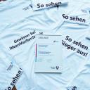 """Urkunde und Sieger-Shirts von """"Ideen machen Schule"""""""