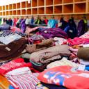 Kleiderbasar Pi mal Daumen_Große Auswahl an Hosen, Shirts, Jacken usw.pi