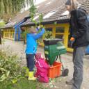 Schwabenhaus beim Gartenherbsteinsatz_Kleine Hände-große Hilfe