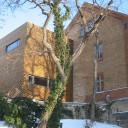 Das Schulgebäude in Lobeda von außen.