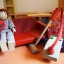 Detail des Puppenhauses im Spielzimmer.